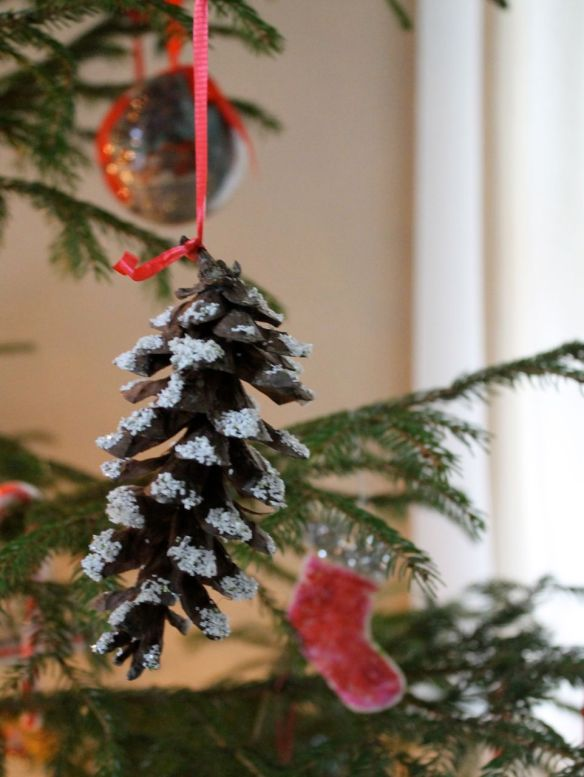 5.pinecone ornament